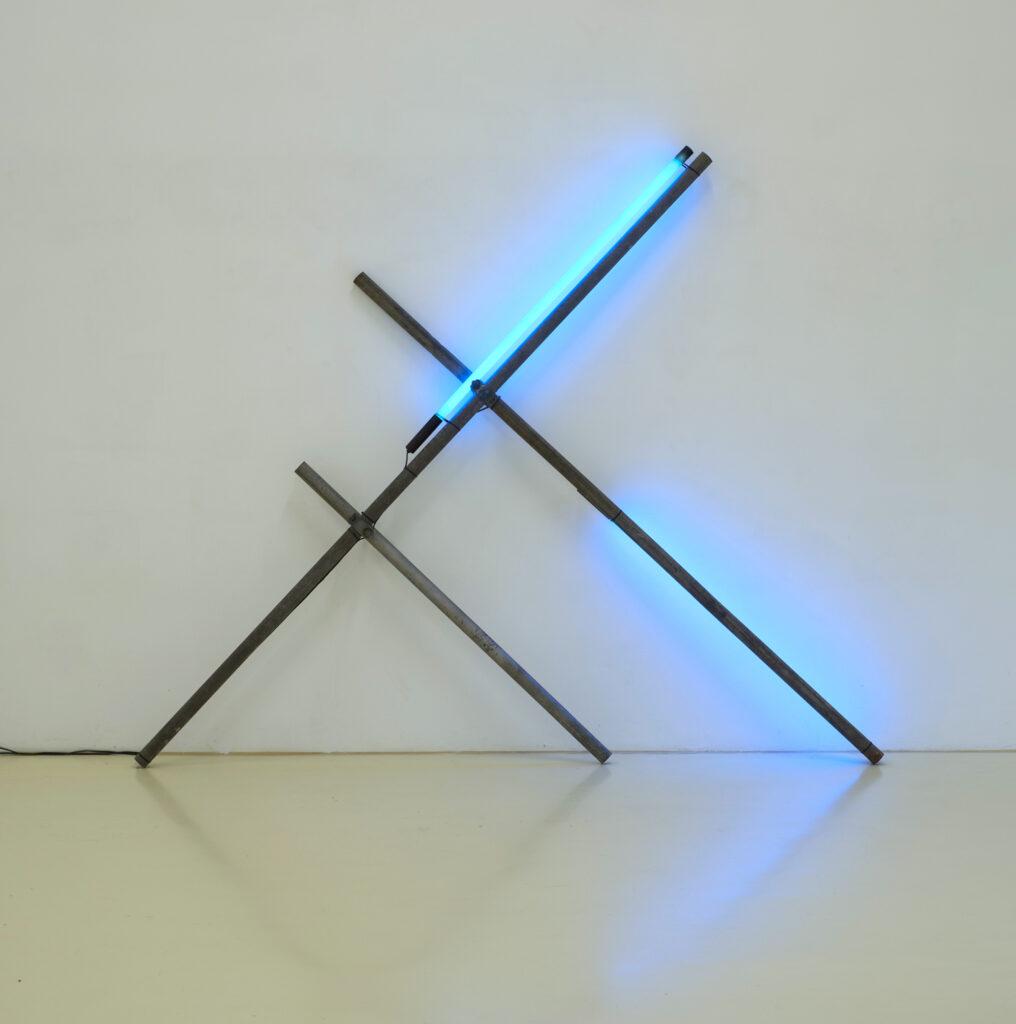 Christoph Dahlhausen – Stabilizing Light and Wall 1 – Stahl, Leuchtstoffröhren, Kabel, Kabelbinder (202 x 246,5 x 25 cm), 2015. (Copyright: Christoph Dahlhausen und VG Bild-Kunst)